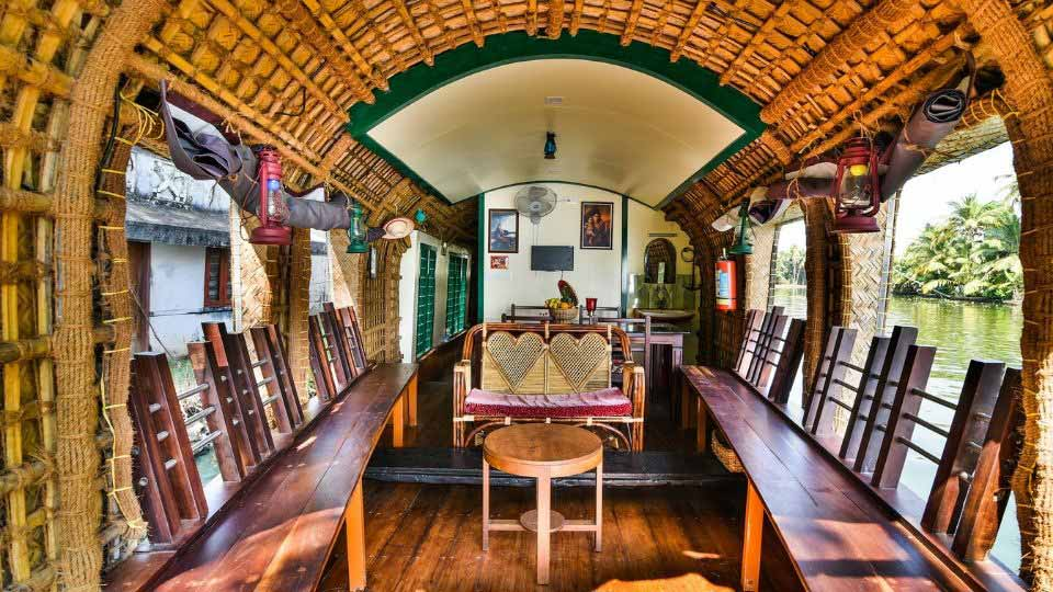 L'interno di una houseboat in India